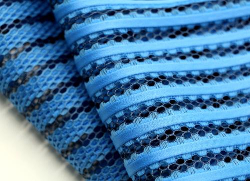 织物的立体结构使其便于安装和粘贴